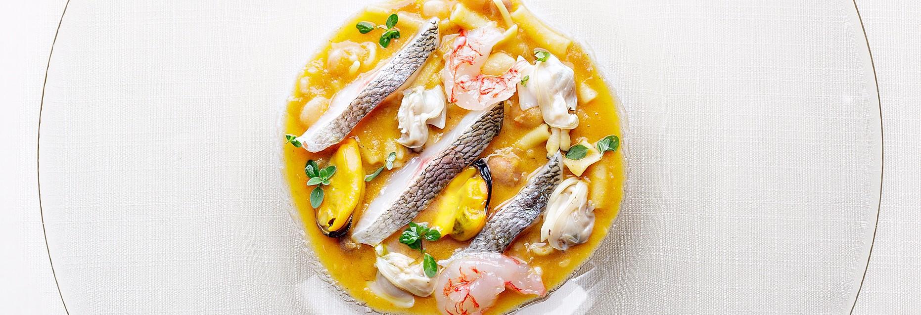 Minestra di fagioli di Tiana, pasta tagliata, Nieddittas e pesce: scopri di più.