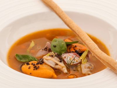 Red mullet broth, vegetables, Nieddittas and clams.