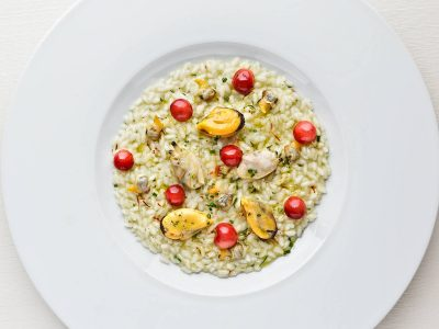 Nieddittas with rice, clams and heart clams, cherries.