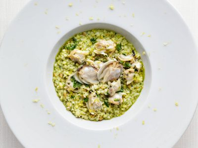 Fregolina risotto with herb pesto and Nieddittas clams.