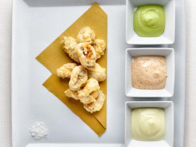 Cozze Nieddittas in tempura alle tre salse.