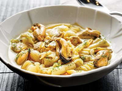 Chef Cristina Bowerman. Pasta mista, cozze e vongole Nieddittas.